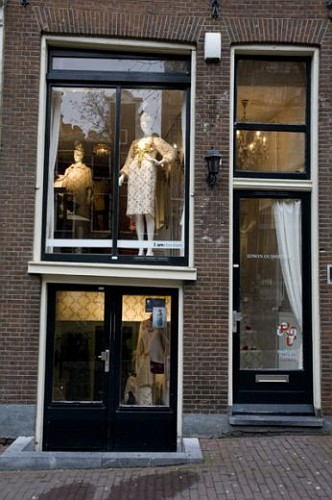 Amsterdam, manichini nelle vetrine delle prostitute