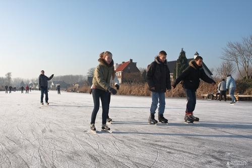 olandesi in pattini sul ghiaccio
