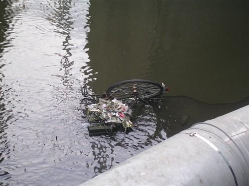 Amsterdam, bici in acqua