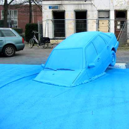 Henk Hofstra, un auto sparisce in un lungo fiume blu ad Amsterdam