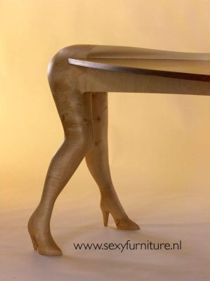 I Mobili Sexy. Le Gambe di un Tavolo