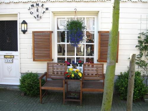 Amsterdam, Case Tipiche, panchina e fiori, ingresso