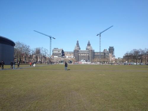 Amsterdam Museumplein - Il museo nazionale in lontanza